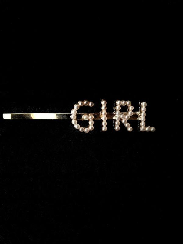 Трендовая заколка со словом GIRL из жемчужин
